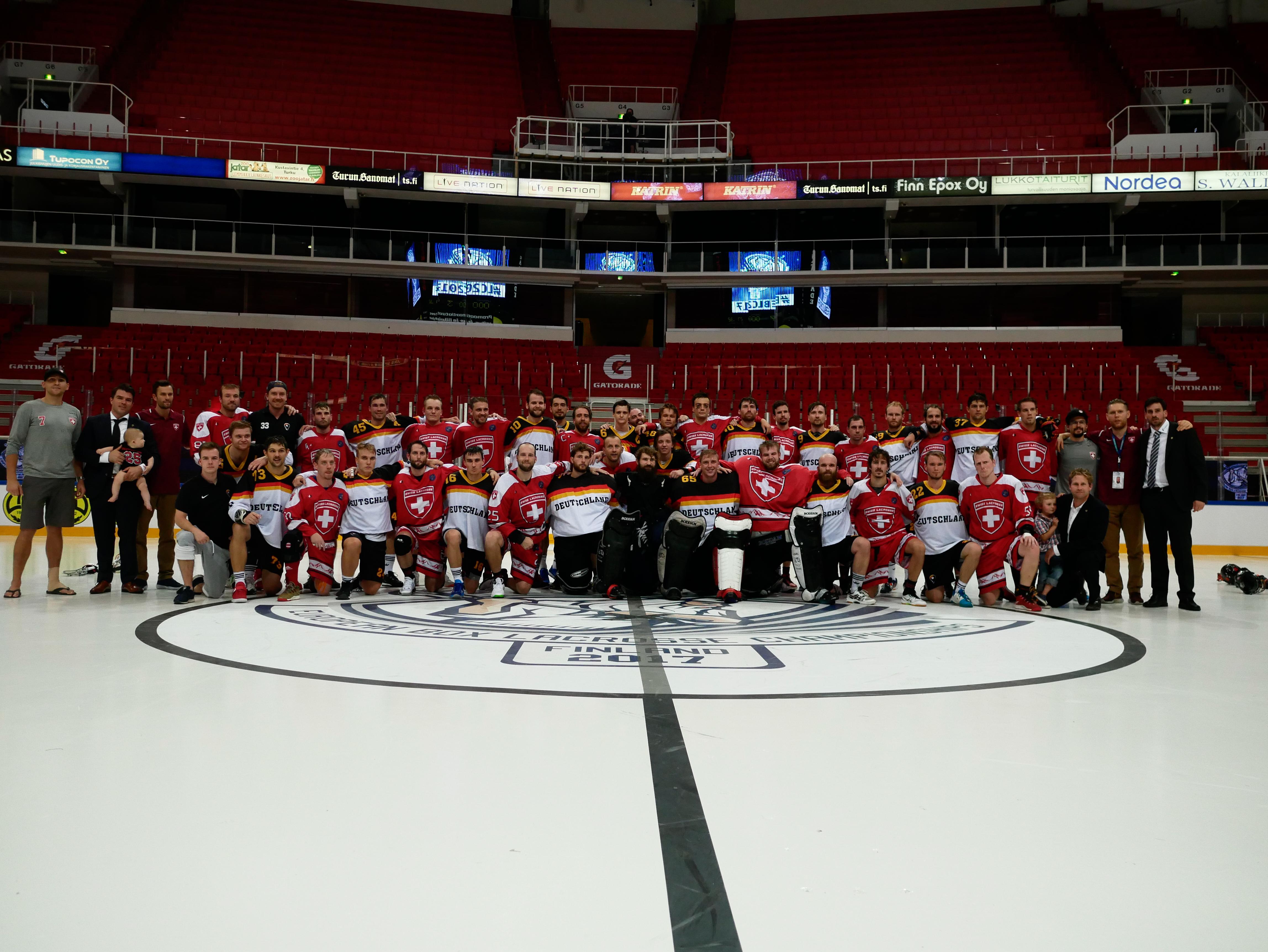 Gruppenfoto der Detuschen Indoor Natio mit dem Schweizer Team